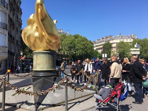 パリ 自由の女神の炎