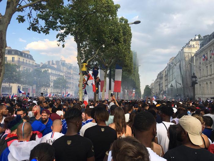 パリ ワールドカップ シャンゼリゼ