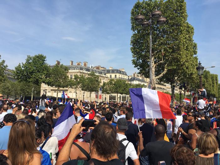 パリ シャンゼリゼ ワールドカップ