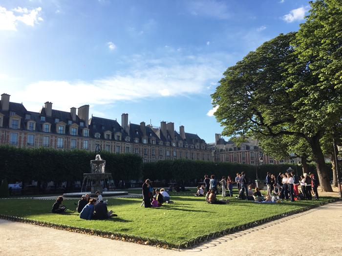 パリ マレ ヴォージュ広場