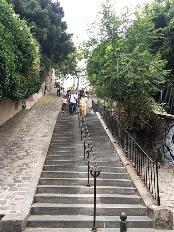 モンマルトル 階段 アヴェス
