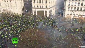 黄色ベスト シャンゼリゼ デモ パリ
