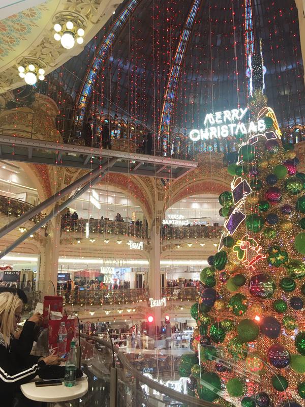 ギャラリーラファイエット クリスマスツリー