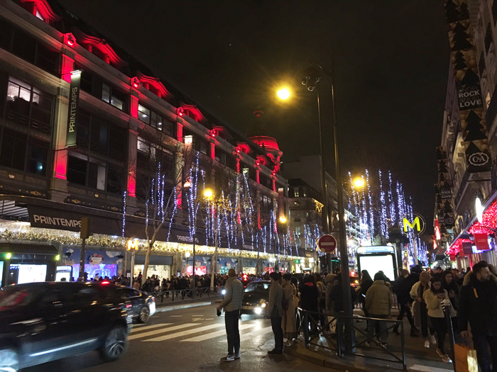 パリ プランタン デパート 夜景
