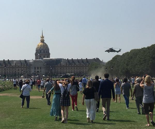 フランス革命 シャンゼリゼ パレード