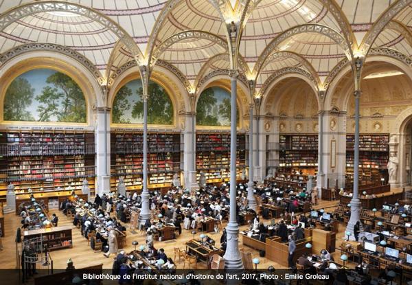 パリ。パレロワイヤル近くの美しい国立美術史図書館を覗いてみませんか? |