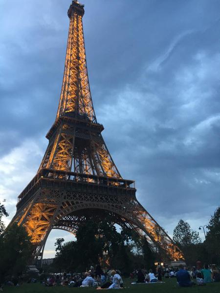 エッフェル塔 ピクニック パリ 観光