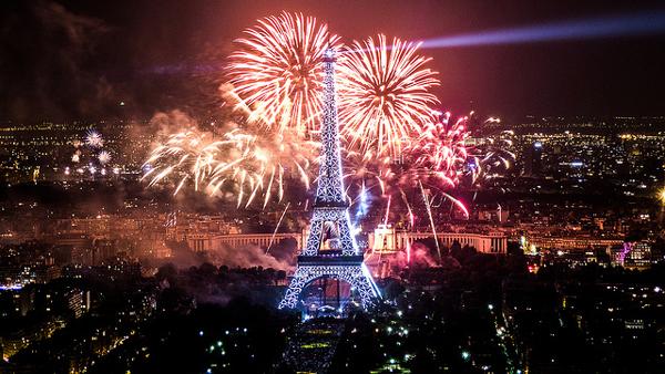 フランス革命 花火 エッフェル塔