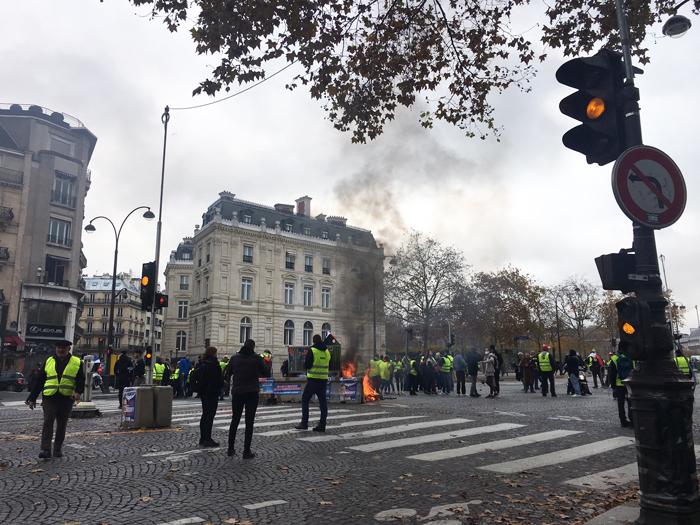 デモ パリ