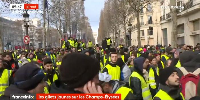 黄色のベストデモ パリ シャンゼリゼ