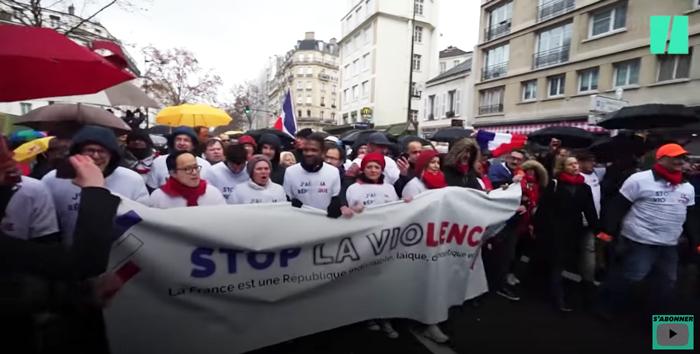 パリ 赤いスカーフ運動