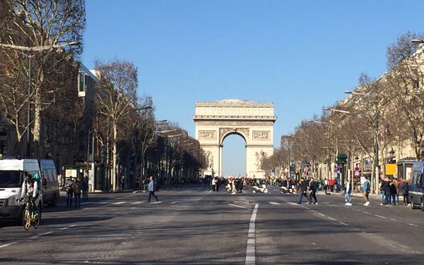 パリ 黄色のベスト運動