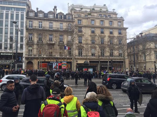 パリ デモ