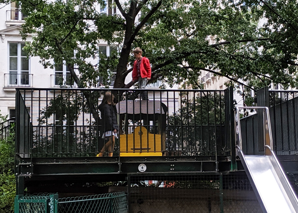 遊具 パリ 公園