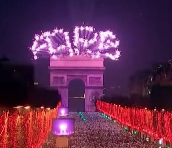 パリ 2020年 カウントダウン 凱旋門